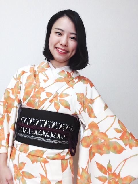 薔薇柄の小紋を着て/大阪の着付け教室きものたまより
