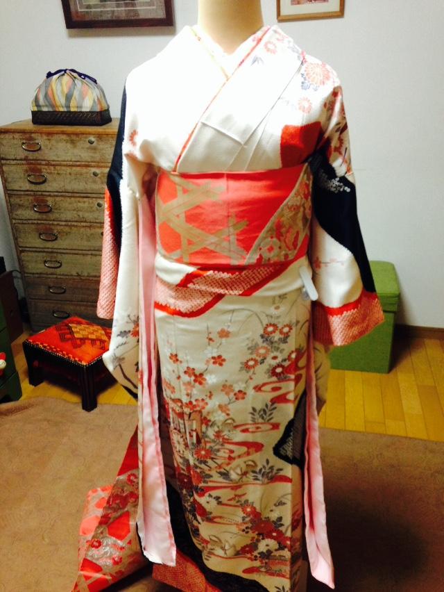 美容師さんたちに振袖着せ付けレッスン/大阪の着付け教室きものたまより