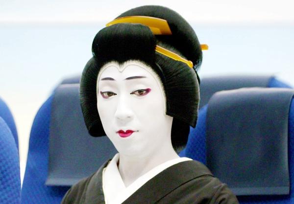 ANAの機内安全ビデオが面白い【大阪京橋の個人着付け教室きものたまより】