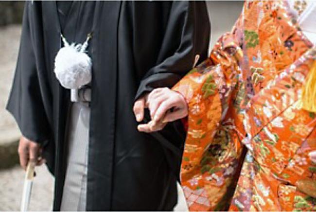 今月の初めご結婚される新婦さまのご家族のお着付けを担当させていただきました。