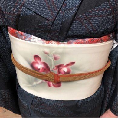 衿合わせと衣紋の形で着姿の印象が変わります