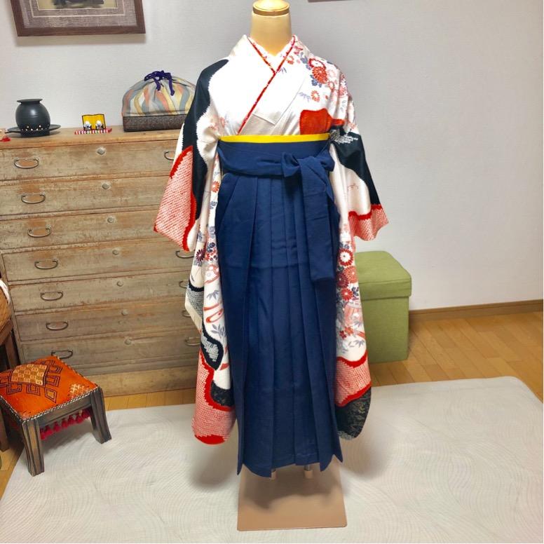 美容師さんの振袖に袴を着せ付けるレッスン